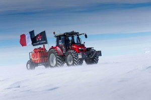 The exciting tractor expedition departed into the vast icescape for its 5000 km journey.